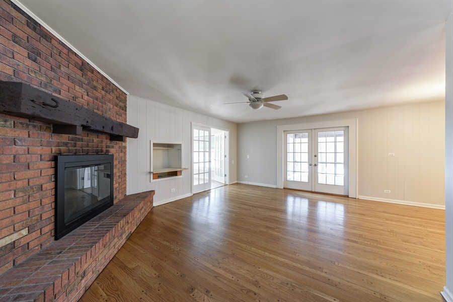 Real Estate Photography - 25877 Apache, Lake Barrington, IL, 60010 - Family Room