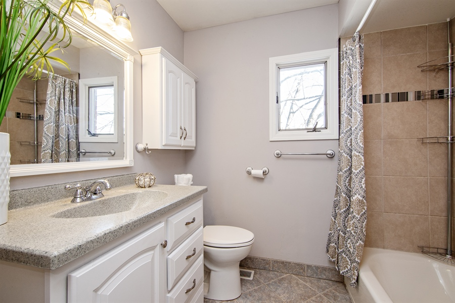 Real Estate Photography - 1837 Prairie, Glenview, IL, 60025 - Upper Level Full Bathroom