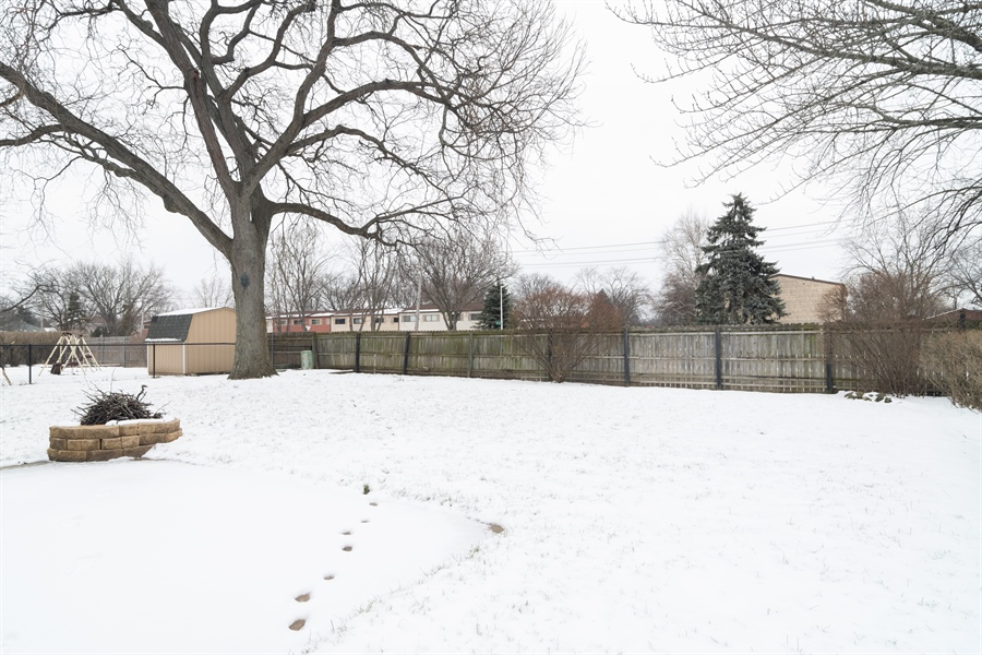 Real Estate Photography - 3017 N Stratford, Arlington Heights, IL, 60004 - Back Yard