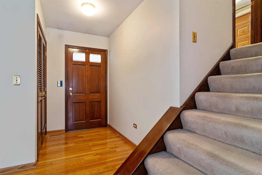 Real Estate Photography - 3017 N Stratford, Arlington Heights, IL, 60004 - Entryway
