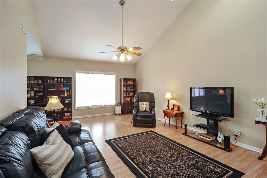 Real Estate Photography - 1520 Loatonia Ct, Libertyville, IL, 60048 - Living Room