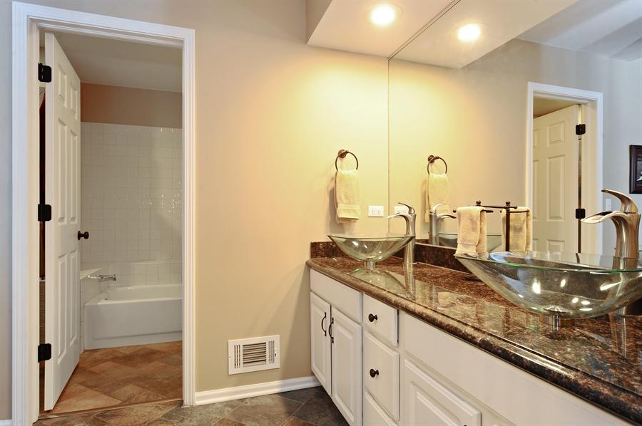 Real Estate Photography - 1520 Loatonia Ct, Libertyville, IL, 60048 - Master Bathroom