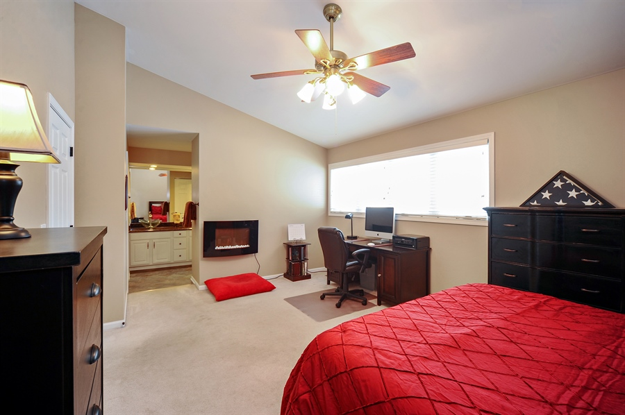 Real Estate Photography - 1520 Loatonia Ct, Libertyville, IL, 60048 - Master Bedroom