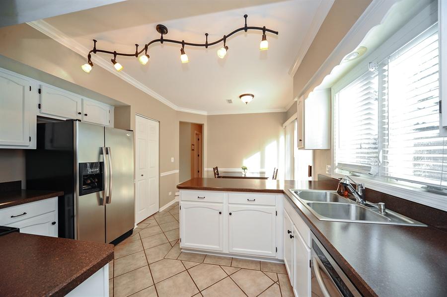 Real Estate Photography - 1520 Loatonia Ct, Libertyville, IL, 60048 - Kitchen / Breakfast Room