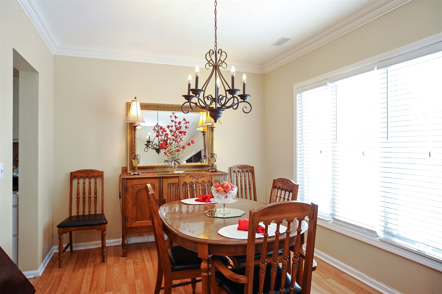 Real Estate Photography - 1520 Loatonia Ct, Libertyville, IL, 60048 - Dining Room