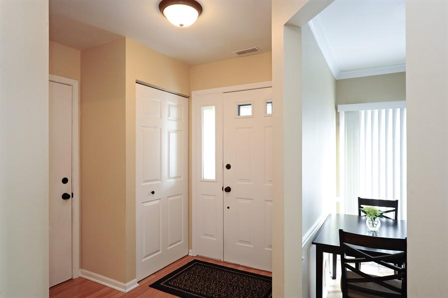 Real Estate Photography - 1520 Loatonia Ct, Libertyville, IL, 60048 - Foyer