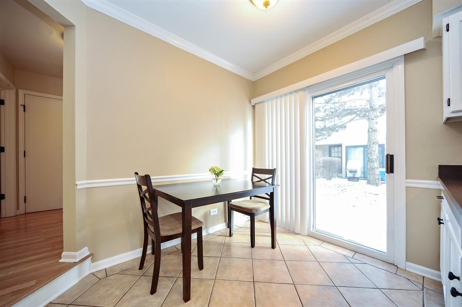 Real Estate Photography - 1520 Loatonia Ct, Libertyville, IL, 60048 - Breakfast Area