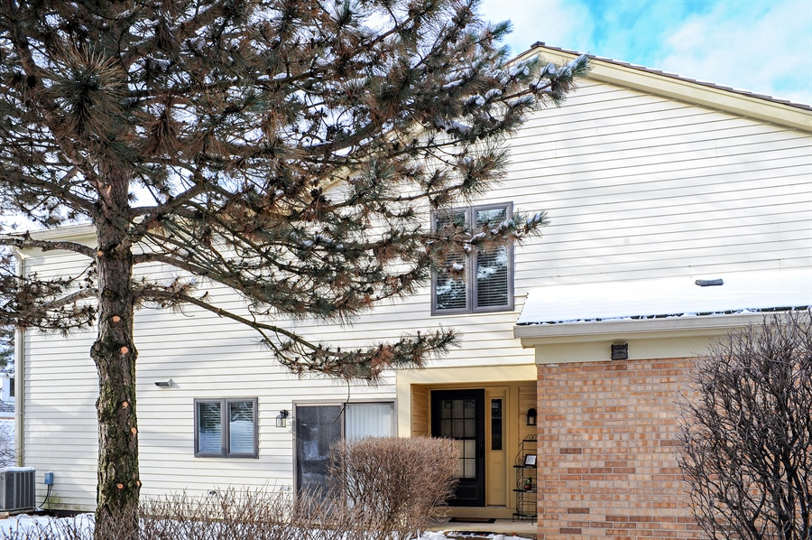 Real Estate Photography - 1520 Loatonia Ct, Libertyville, IL, 60048 - Front View