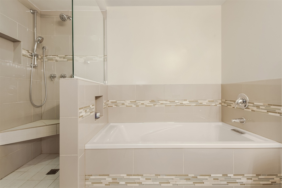 Real Estate Photography - 1530 S State St, Unit 929-930, Chicago, IL, 60605 - Master Bathroom