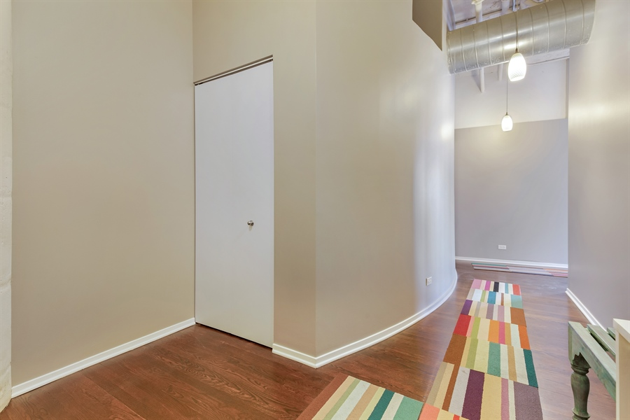 Real Estate Photography - 1530 S State St, Unit 929-930, Chicago, IL, 60605 - Foyer