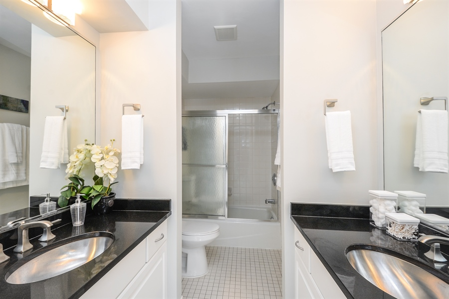 Real Estate Photography - 931 W Wrightwood Ave, Unit C, Chicago, IL, 60614 - Master Bathroom