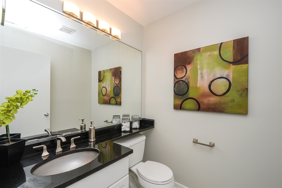 Real Estate Photography - 931 W Wrightwood Ave, Unit C, Chicago, IL, 60614 - Half Bath