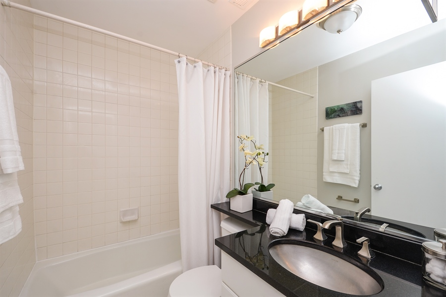Real Estate Photography - 931 W Wrightwood Ave, Unit C, Chicago, IL, 60614 - Bathroom