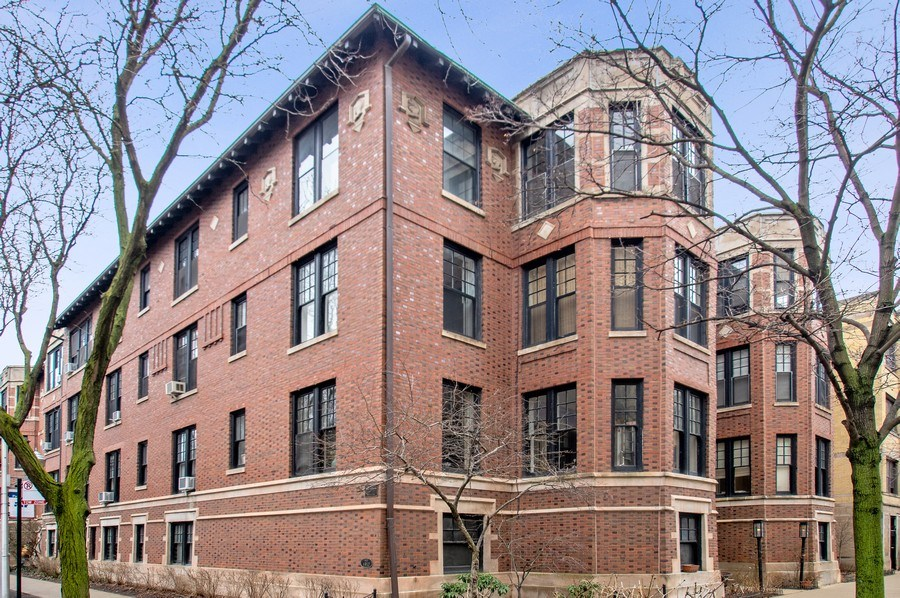 Real Estate Photography - 456 W Surf, 3R, Chicago, IL, 60657 - Front View