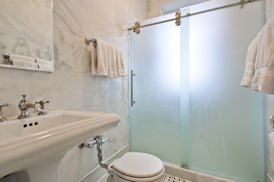 Real Estate Photography - 456 W Surf, 3R, Chicago, IL, 60657 - Bathroom