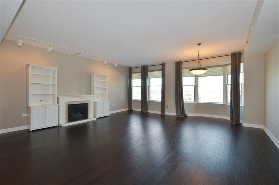 Real Estate Photography - 77 S Evergreen Ave, 503, Arlington Heights, IL, 60005 - Living Room