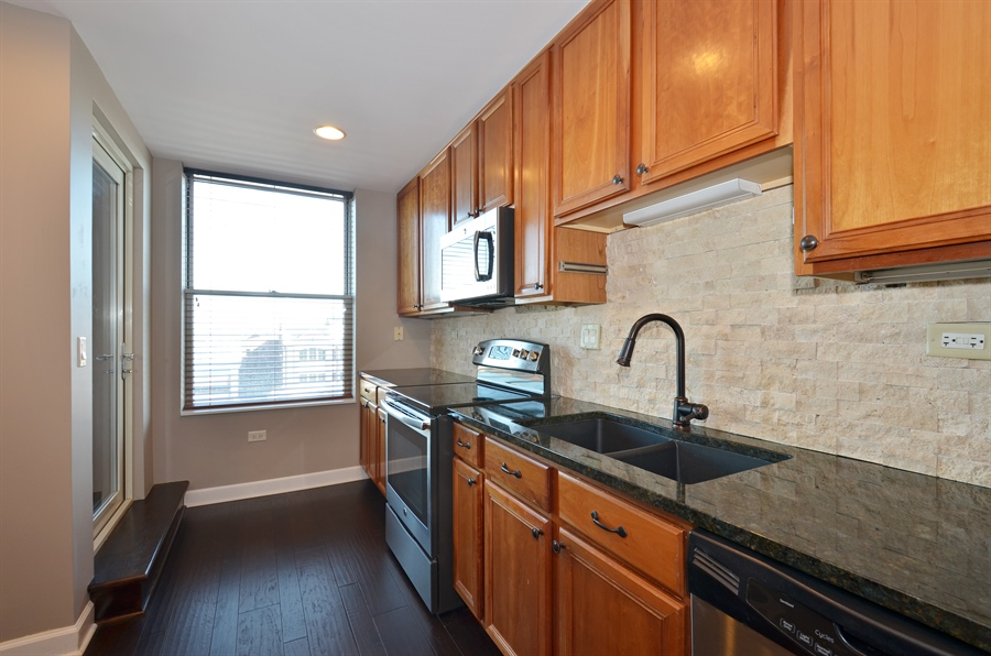 Real Estate Photography - 77 S Evergreen Ave, 503, Arlington Heights, IL, 60005 - Kitchen