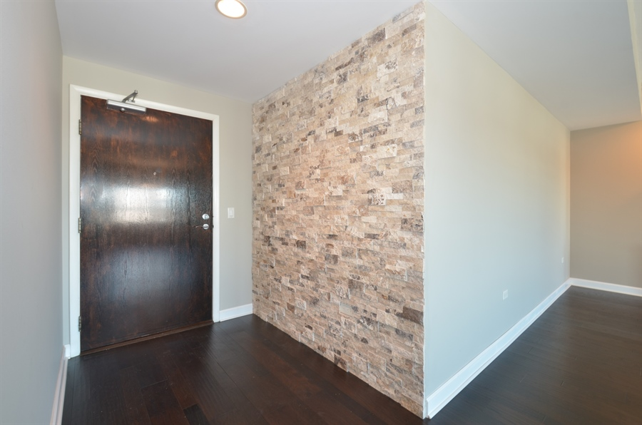 Real Estate Photography - 77 S Evergreen Ave, 503, Arlington Heights, IL, 60005 - Foyer