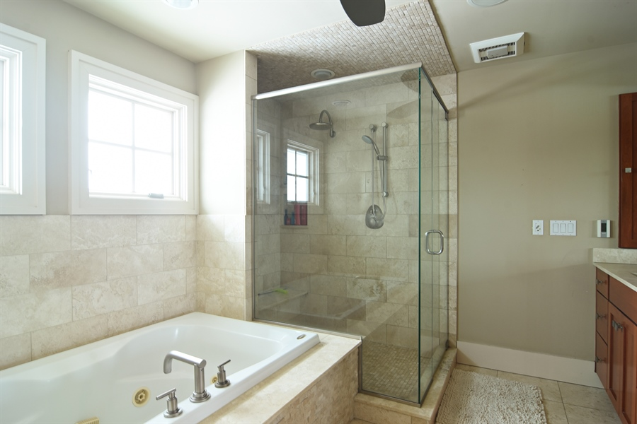 Real Estate Photography - 1 Anne Ct., Hawthorn Woods, IL, 60047 - Master Bathroom