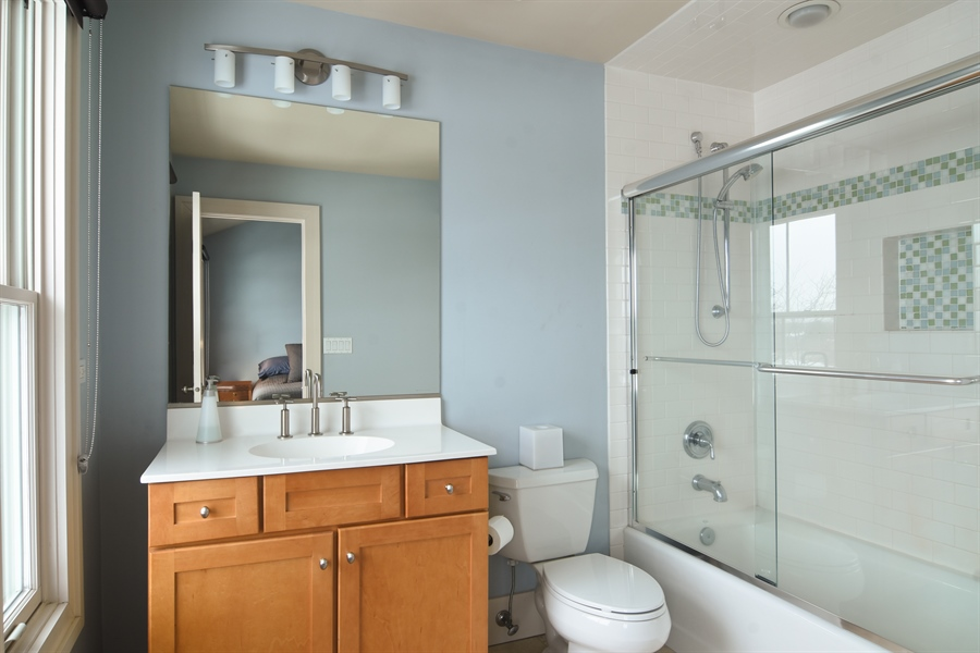 Real Estate Photography - 1 Anne Ct., Hawthorn Woods, IL, 60047 - Bathroom