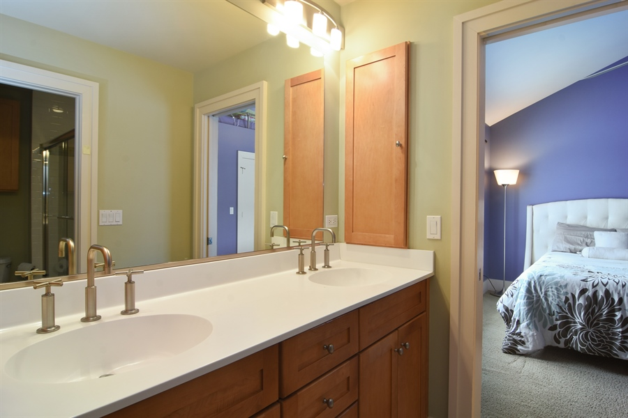 Real Estate Photography - 1 Anne Ct., Hawthorn Woods, IL, 60047 - 2nd Bathroom