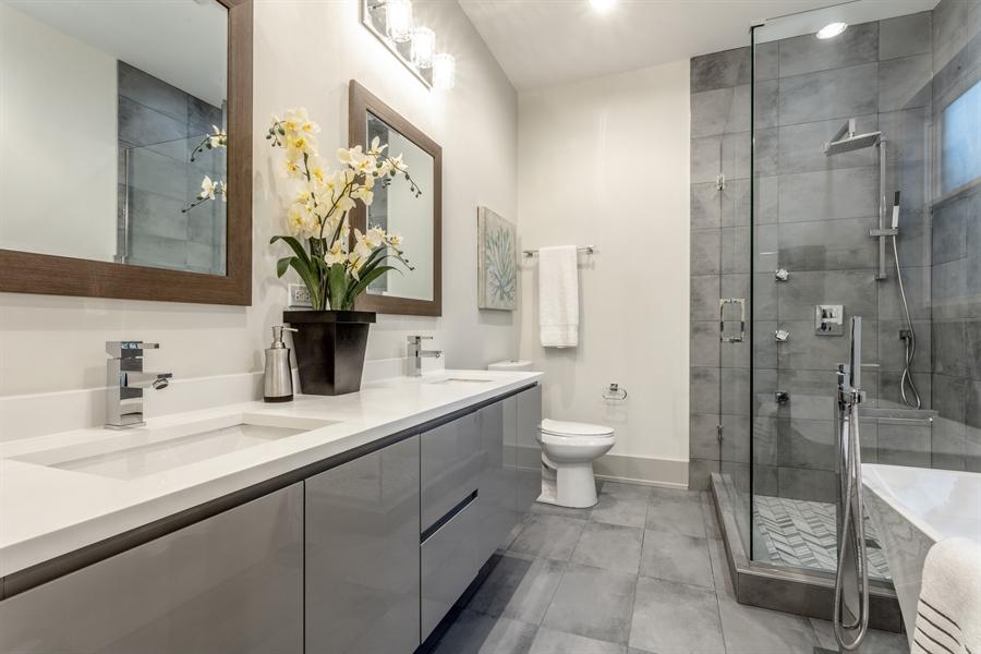Real Estate Photography - 1213 E. 46th Street, 1, Chicago, IL, 60653 - Master Bathroom