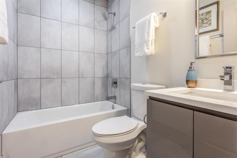 Real Estate Photography - 1213 E. 46th Street, 1, Chicago, IL, 60653 - Bathroom