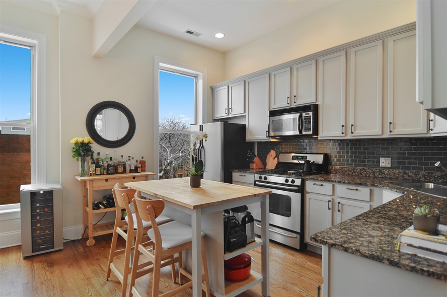 Real Estate Photography - 454 Armitage, 3, Chicago, IL, 60614 - Kitchen