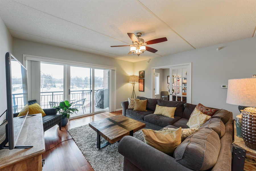 Real Estate Photography - 225 Main st, 307, Roselle, IL, 60172 - Living Room
