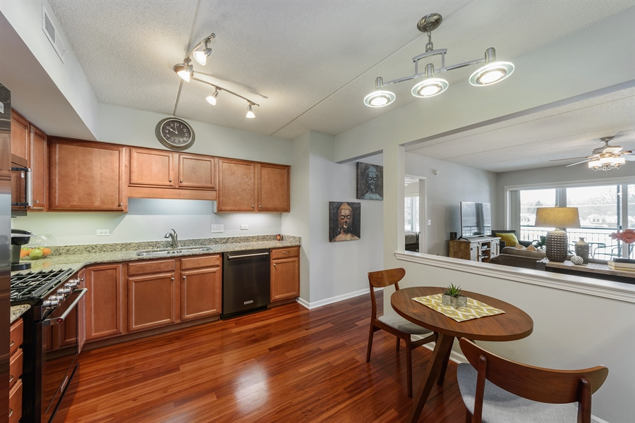 Real Estate Photography - 225 Main st, 307, Roselle, IL, 60172 - Kitchen / Breakfast Room