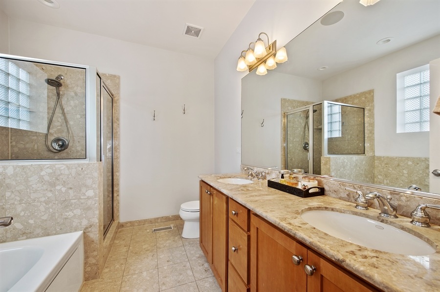 Real Estate Photography - 4901 N Winthrop Ave, Chicago, IL, 60640 - Master Bathroom