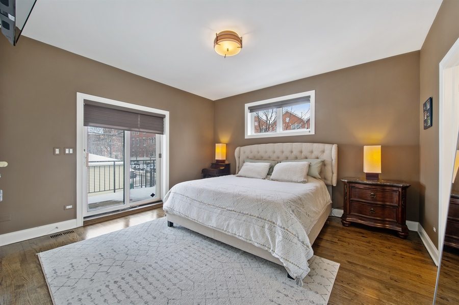 Real Estate Photography - 4901 N Winthrop Ave, Chicago, IL, 60640 - Master Bedroom