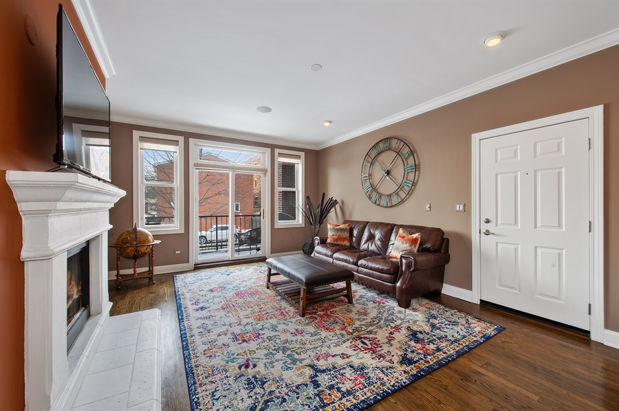 Real Estate Photography - 4901 N Winthrop Ave, Chicago, IL, 60640 - Living Room