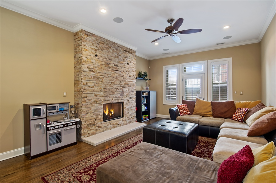 Real Estate Photography - 4901 N Winthrop Ave, Chicago, IL, 60640 - Family Room