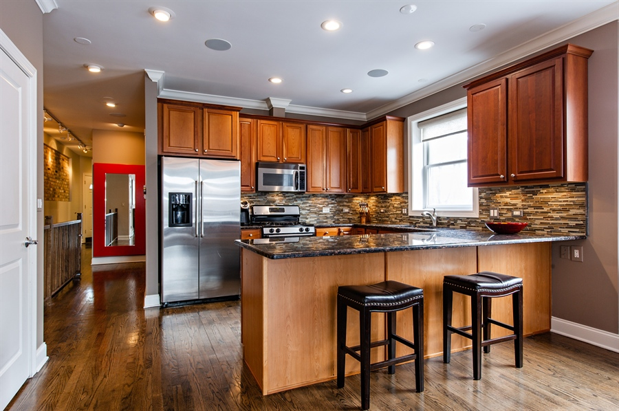 Real Estate Photography - 4901 N Winthrop Ave, Chicago, IL, 60640 - Kitchen