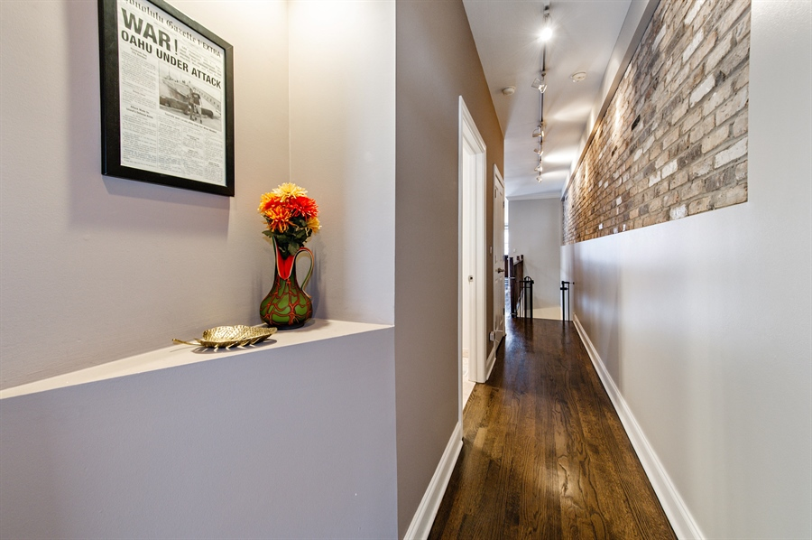 Real Estate Photography - 4901 N Winthrop Ave, Chicago, IL, 60640 - Hallway