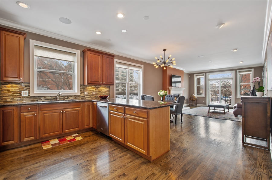 Real Estate Photography - 4901 N Winthrop Ave, Chicago, IL, 60640 - Kitchen / Living Room