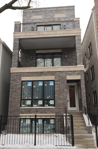 Real Estate Photography - 1731 W Roscoe St, Chicago, IL, 60657 - Front View
