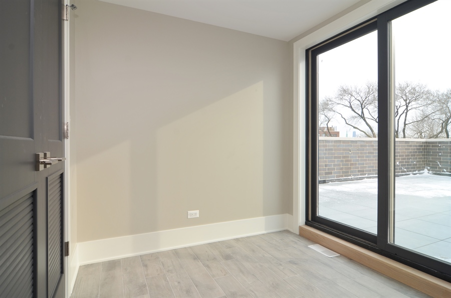 Real Estate Photography - 1731 W Roscoe St, Chicago, IL, 60657 - Entryway