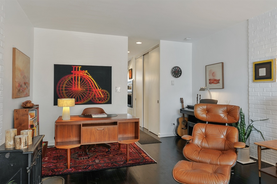 Real Estate Photography - 235 W Eugenie, T4, Chicago, IL, 60614 - Living Room
