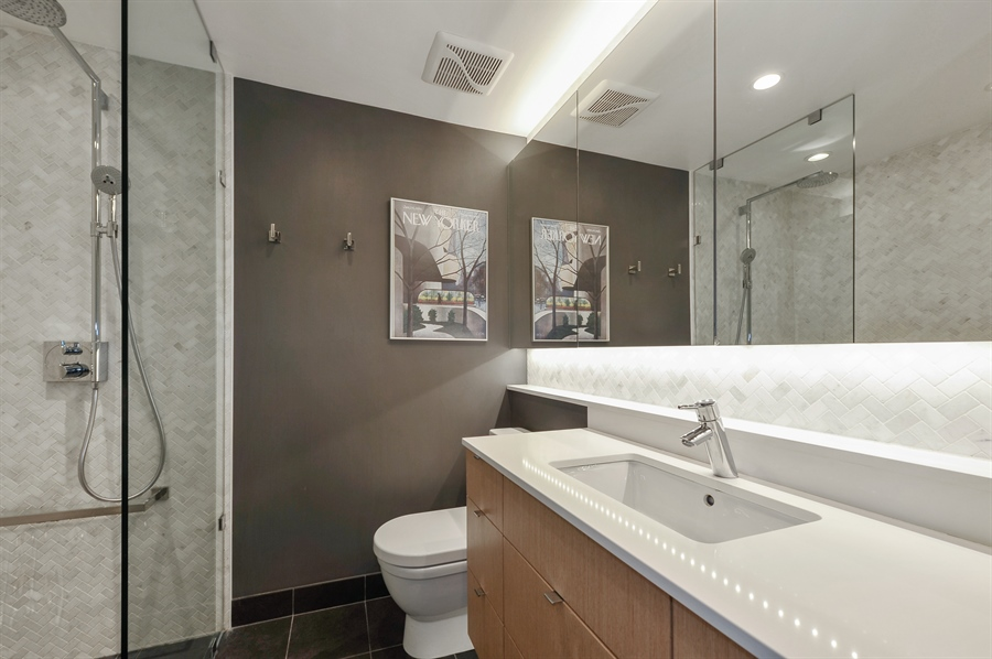 Real Estate Photography - 235 W Eugenie, T4, Chicago, IL, 60614 - Master Bathroom