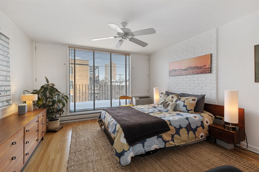 Real Estate Photography - 235 W Eugenie, T4, Chicago, IL, 60614 - Master Bedroom