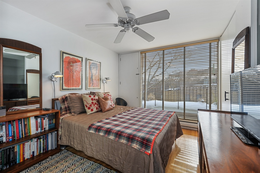 Real Estate Photography - 235 W Eugenie, T4, Chicago, IL, 60614 - 2nd Bedroom