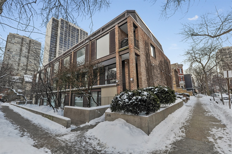 Real Estate Photography - 235 W Eugenie, T4, Chicago, IL, 60614 - Front View