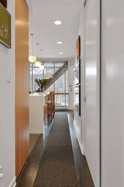 Real Estate Photography - 235 W Eugenie, T4, Chicago, IL, 60614 - Hallway