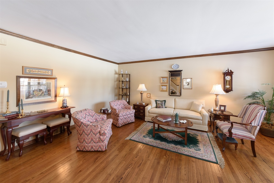 Real Estate Photography - 354 S Carlyle Place, Arlington Heights, IL, 60004 - Living Room