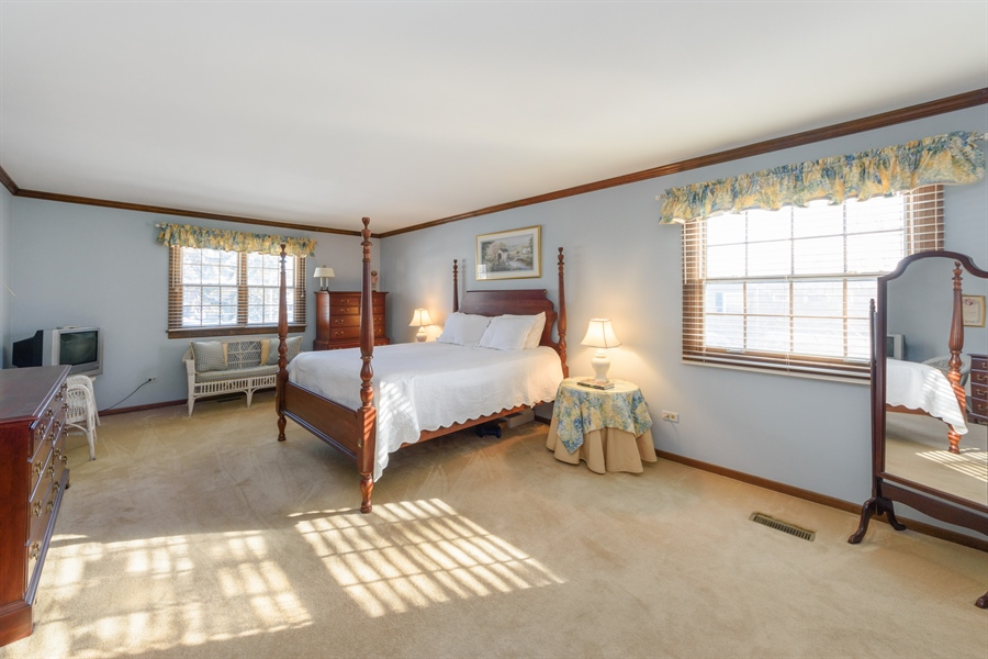 Real Estate Photography - 354 S Carlyle Place, Arlington Heights, IL, 60004 - Master Bedroom