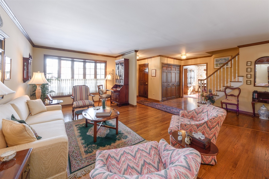 Real Estate Photography - 354 S Carlyle Place, Arlington Heights, IL, 60004 - Foyer/Living Room
