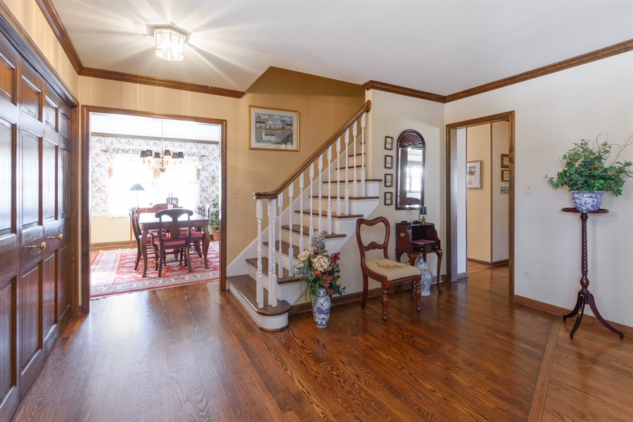 Real Estate Photography - 354 S Carlyle Place, Arlington Heights, IL, 60004 - Foyer/Dining Room