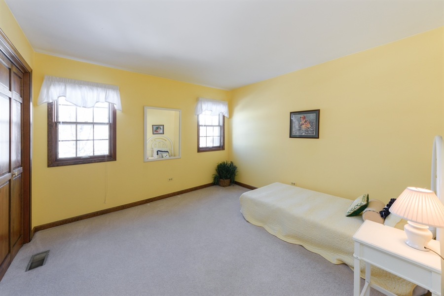 Real Estate Photography - 354 S Carlyle Place, Arlington Heights, IL, 60004 - 4th Bedroom